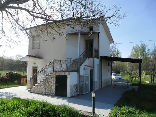 Casetta dei Noci vicino Campobasso, in the country - Provincia di Campobasso - Departamento