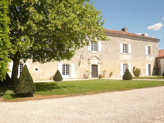 Mansion in Dordogne - Gout-Rossignol - Casa