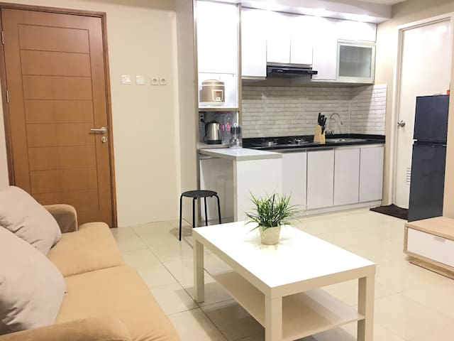 ★★★★★ COMFY N' COZY Brand New Apartment + WIFI - Kelapa Gading - Huoneisto