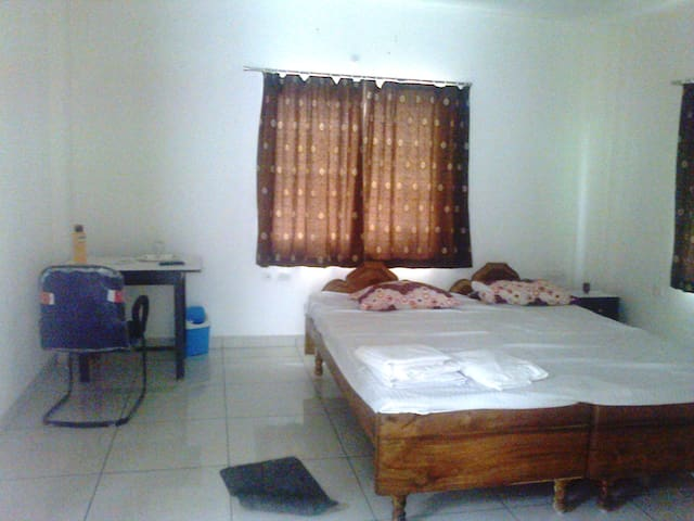 Villa 1 AC Room 2+ Persons Free Pick up shuttle - Bhubaneswar