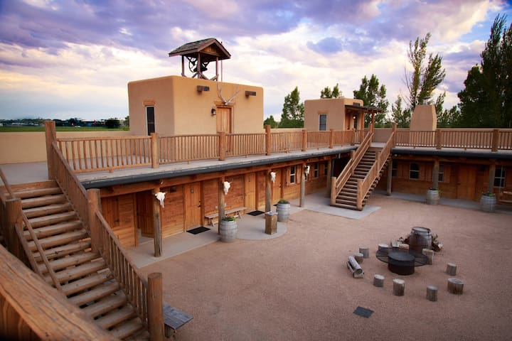 Unique & Luxurious Western Fort - Greeley - Overig