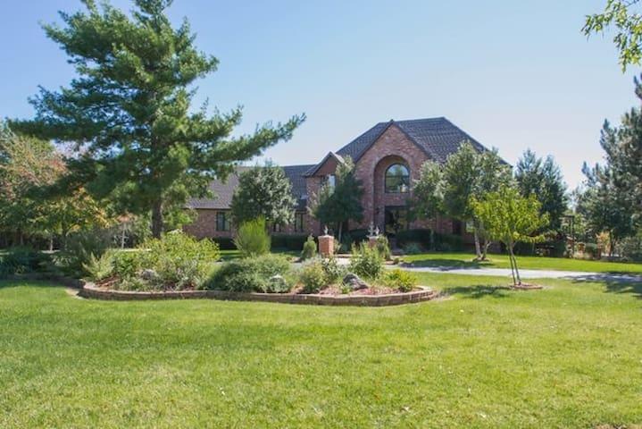 Rivendale Estate - Private Mansion. - Springfield