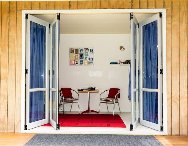 Nikau Retreat Studio - relax and rejuvenate - Warkworth - Bed & Breakfast