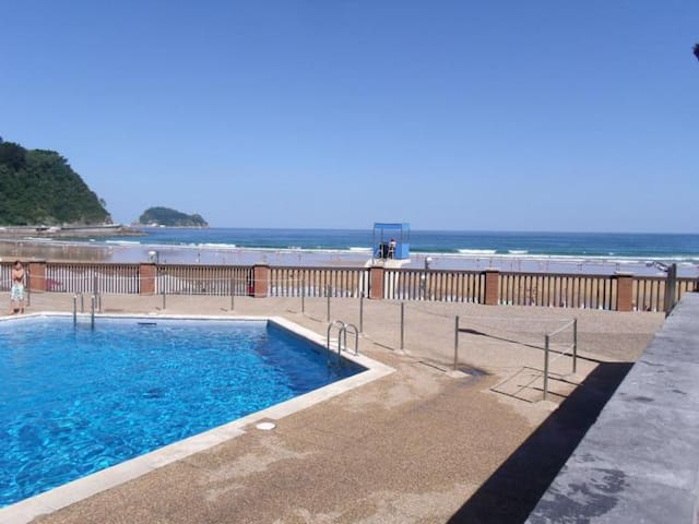 Beach House with Pool & Garden - Zarautz - Rumah