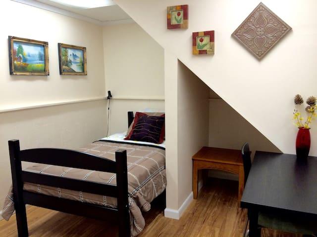 Comfy Room #1 in Quiet Lakewood Neighborhood - Lakewood