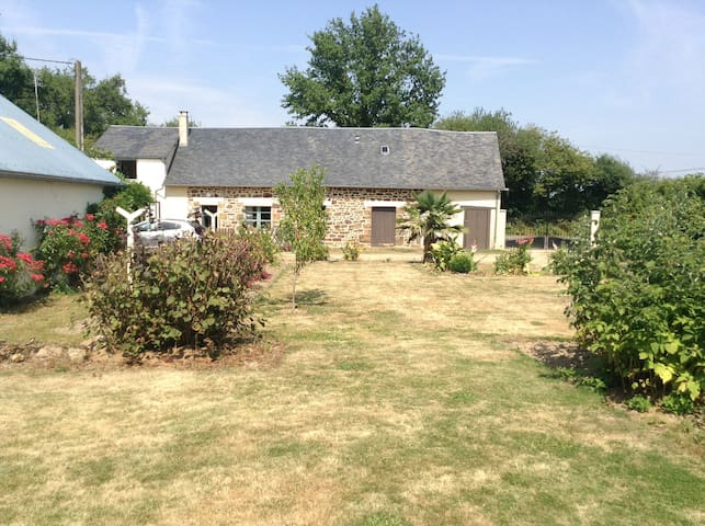Private Rooms in a Rural Longere near Ceauce. - Ceaucé - Huis