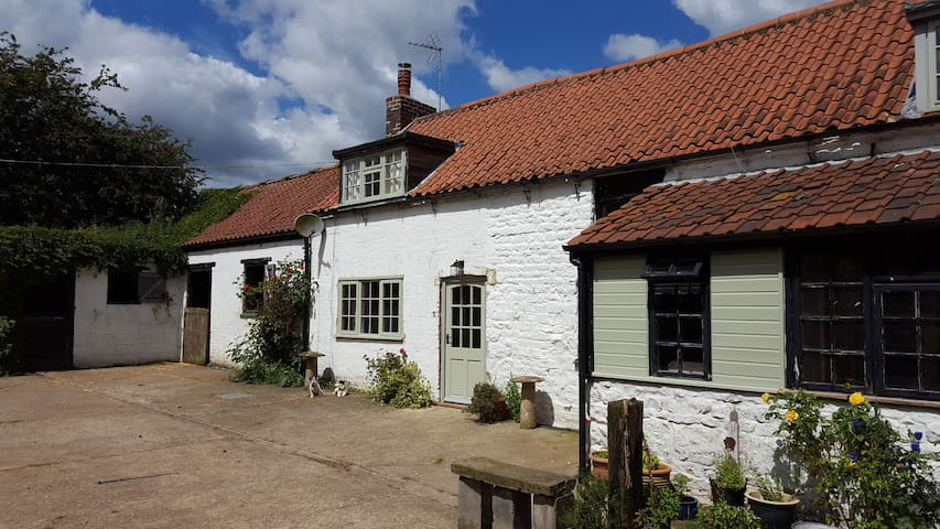 Rural self contained B&B with optional stabling - Leicestershire