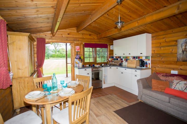 Cosy Wood Cabin near Cheddar S/C - Axbridge - 통나무집