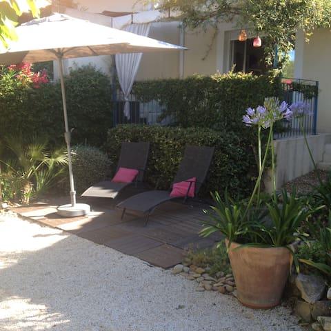 villa de 3 chambres avec jardin arboré - Sussargues - 獨棟