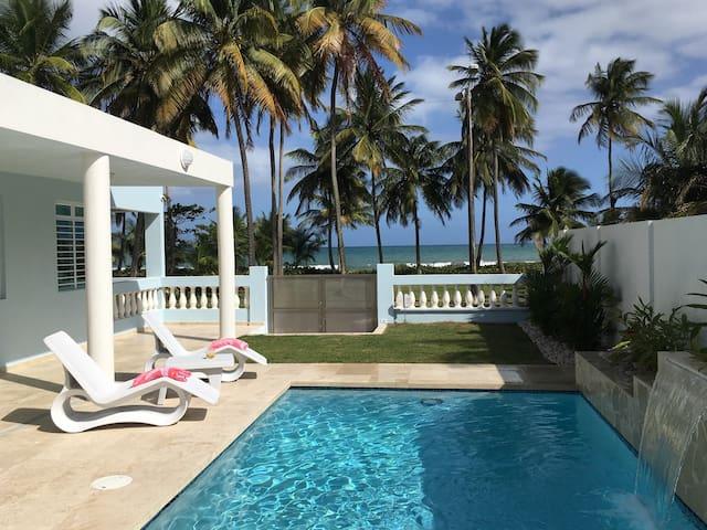 Beachfront living with pool - 4 bedrooms - Punta Santiago - 別荘