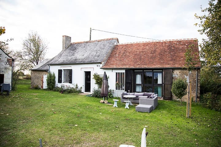 Cosy Family Home with Heated Swimming Pool - Ruillé-sur-Loir - 獨棟