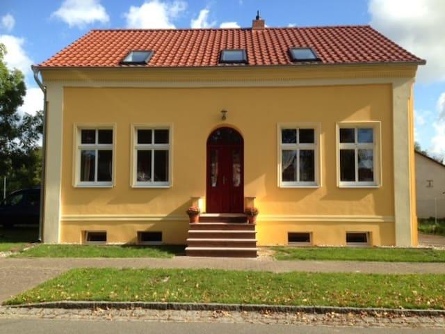 """""""Kleine Herberge"""" in Strodehne EG Ferienwohnung - Havelaue - Leilighet"""