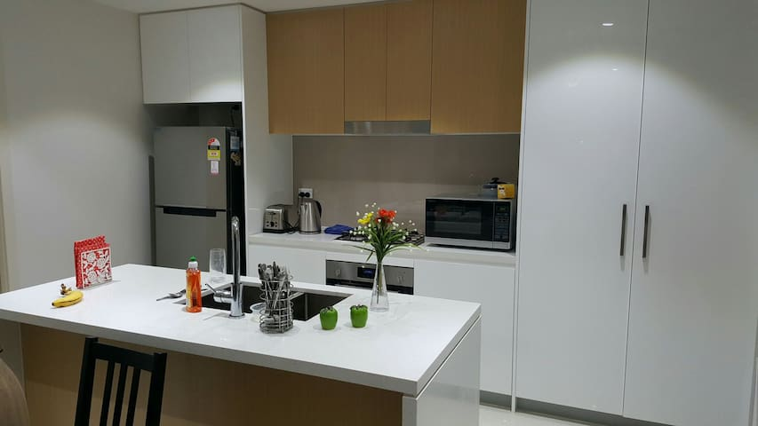 Single Room- Close to Transport, Shops & Amenities - Homebush - Leilighet