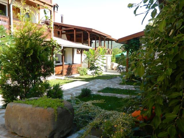 Guest House Oreshaka - Oreshak - Hus