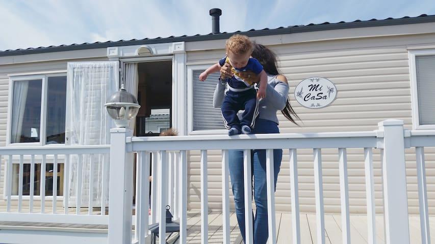 Romney Sands holiday park - Caravan sleeps 6 - Greatstone