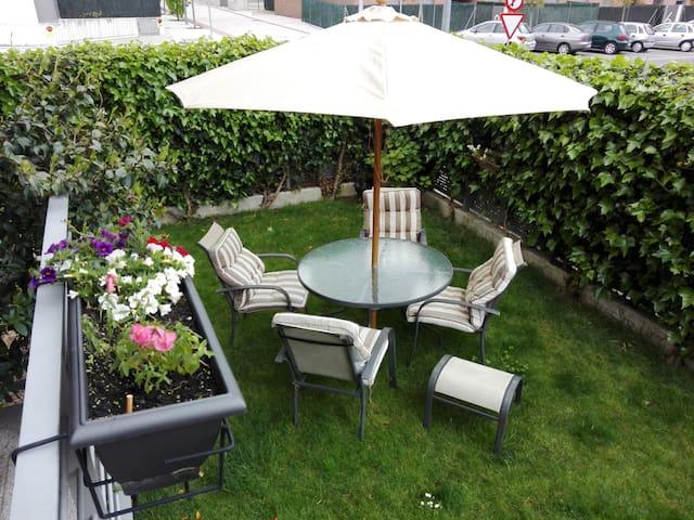 Alojamiento para familias y grupos. - Sarriguren - Appartement