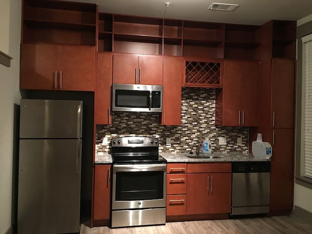 Quiet,Friendly,Lively,Urban 1 bed 1 bath apartment - Sandy Springs