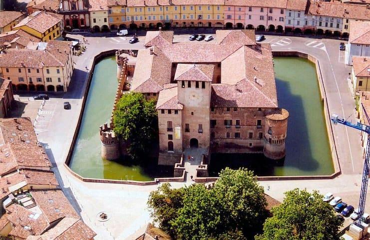 A SUBERB 5 BEDROOM FARMHOUSE - Piacenza  - 獨棟