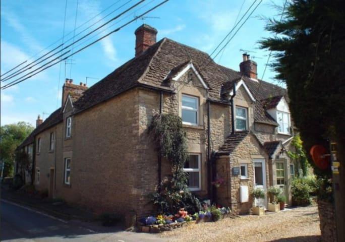 Cosy Malt End Cottage in Kington St Michael - Kington Saint Michael - Hus