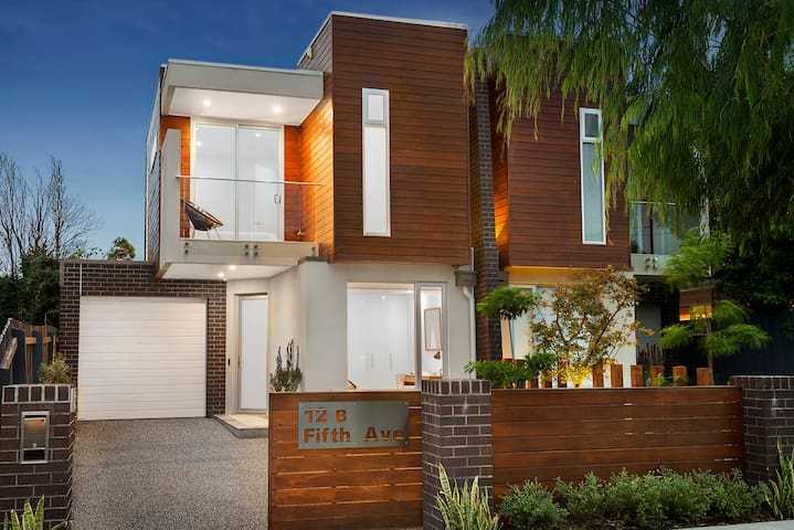RARE DESIGNER HOME AVAILABLE NOW - Aspendale