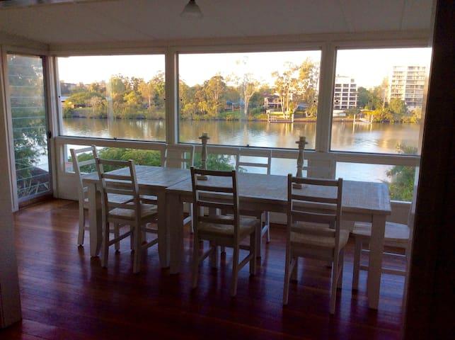 Riverfront Queenslander - Provençale room - West End - Casa