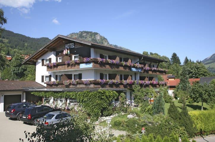 Hotel Garni/Pension Malerwinkl - Bad Hindelang - 家庭式旅館
