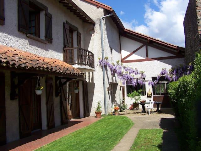 Belle demeure prés de Marciac (JAM) - Vic-en-Bigorre - Huis