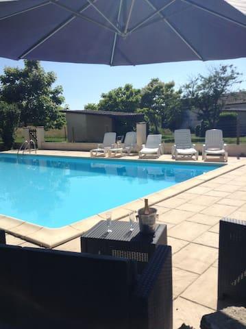 Fayette Villa & Pool, Parcoul, Dordogne. 10-15pers - Parcoul - Villa