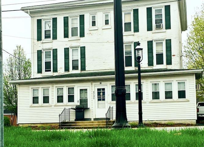 The White House - 2 Bedroom Furnished Apt Living - Honey Brook - Apartamento