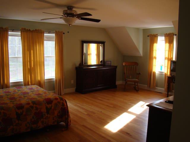 Spacious suite in quite setting - Dover - Rumah