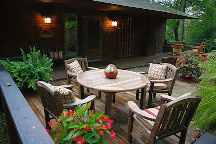 Luxury Vermont Mountain Retreat - Summer Rentals - Stockbridge - Houten huisje