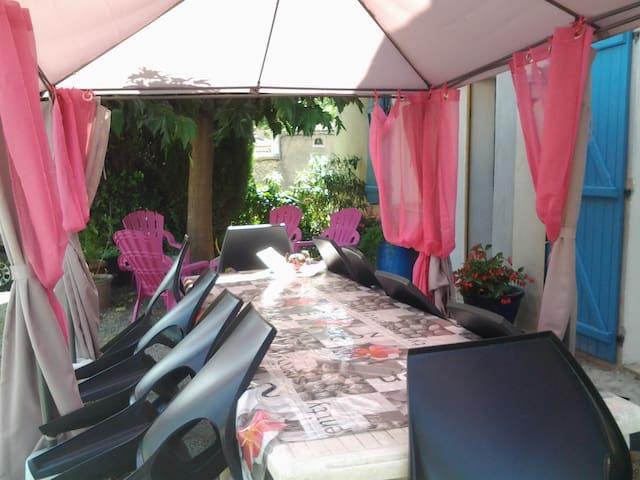 Le gîte d´Eliane -Gite famillial avec jardin privé - Lagrasse - Casa