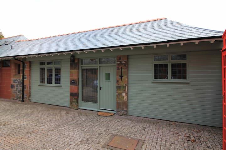 The Stables Barn, Glenluiart - Moniaive - Hytte (i sveitsisk stil)