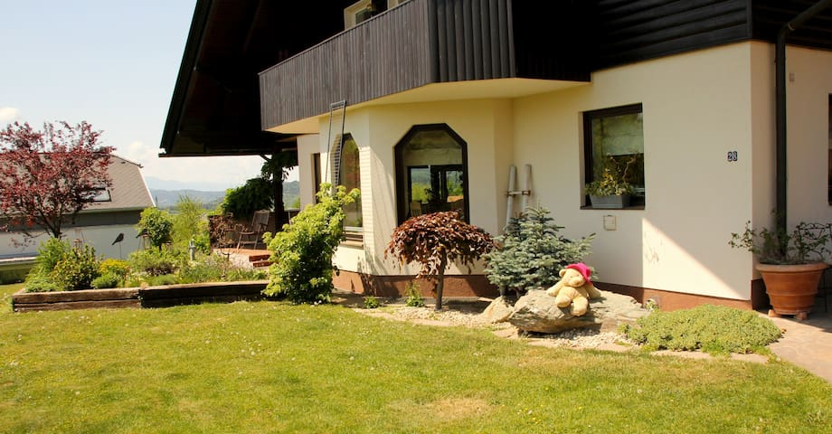 Wunderschöne Villa mit Indoorpool - Maria Saal - วิลล่า