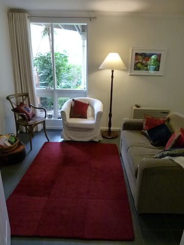 Leafy Apartment - comfortable & self contained - Highbury - Departamento