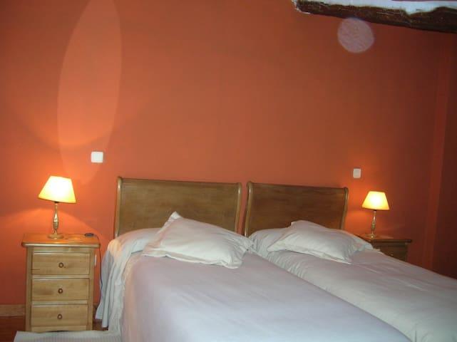 Hotel, bar-restaurante. Hab. 24 - Miranda de Arga - Bed & Breakfast