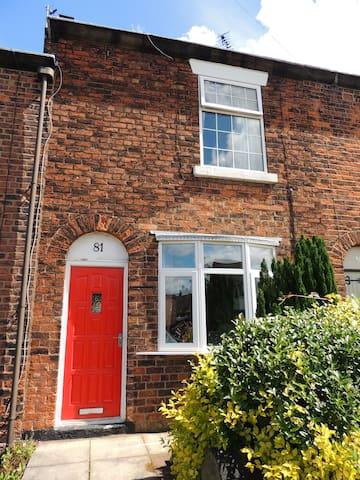 Cosy English Cottage - sleeps 3 - Chorley - Rumah