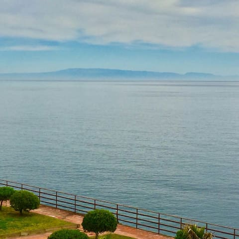 On the sea between Taormina, Etna  and Catania. - Acireale - Departamento