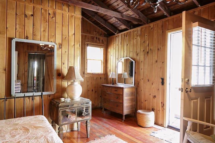 Chandelier room in Cherry Grove - Sayville - Hus