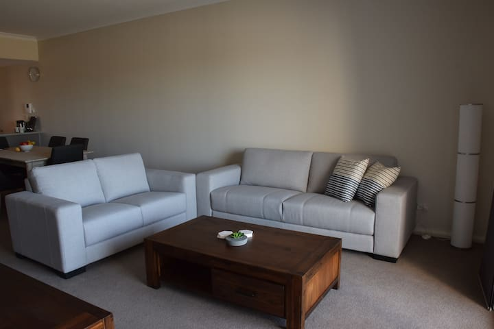 Luxurious home away from home - close to Perth - Cockburn Central - Leilighet