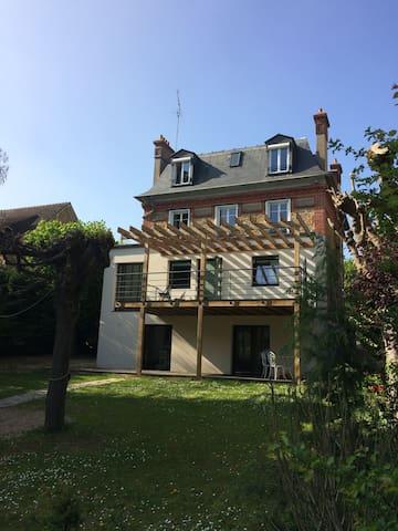 Belle maison grand confort à proximité de Paris - Brunoy - Huis