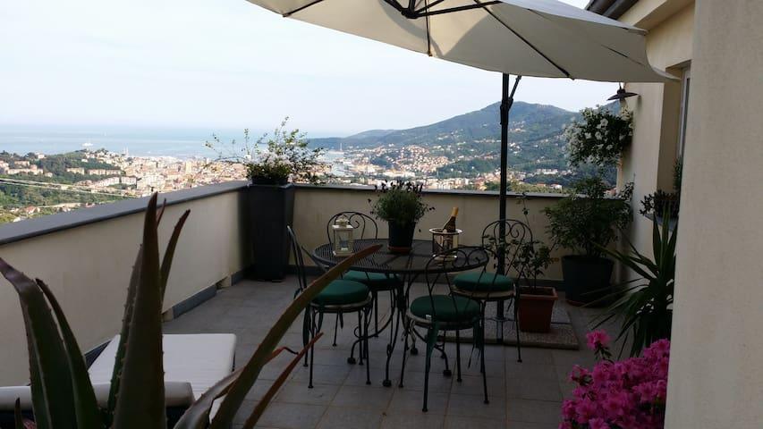 Master bedroom Collina sul mare - La Spezia - Bed & Breakfast