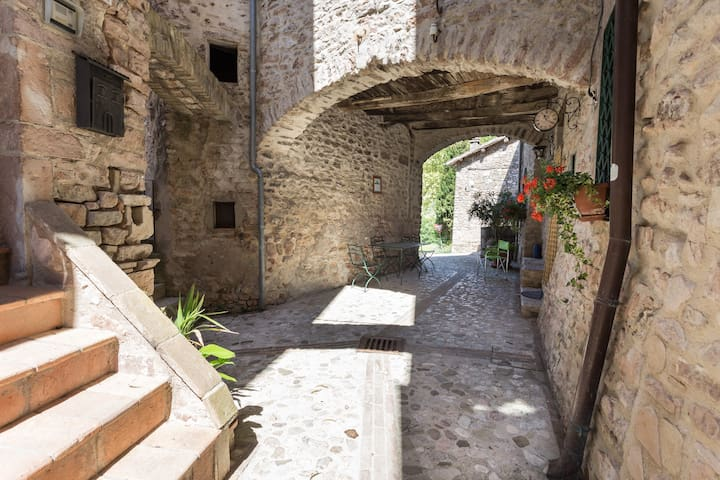 ITALIAN COUNTRYSIDE home in Italy - Spoleto - Casa
