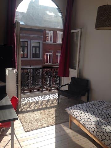 Grande chambre 1  : ) - Liège - Leilighet
