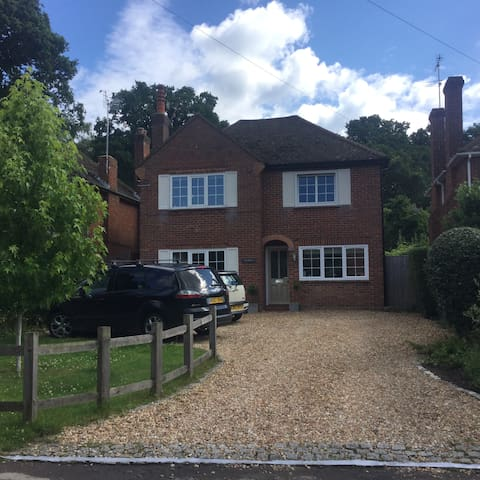 Village house for families 40 minutes to London - Guildford - Rumah