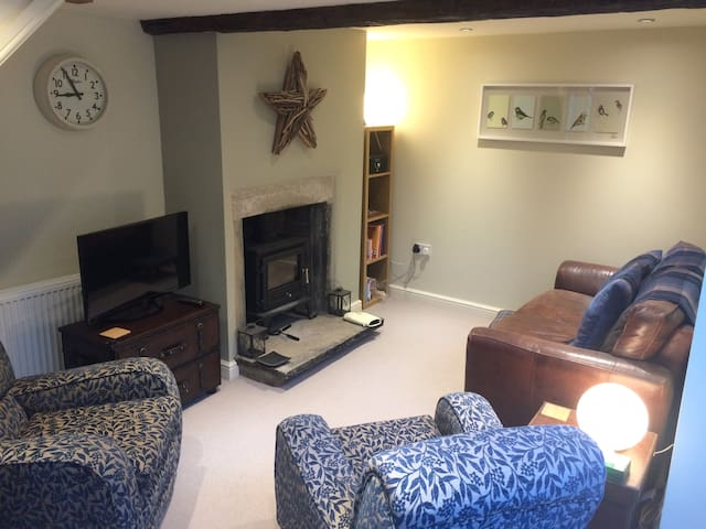 The Bothy... a modern, cosy self contained cottage - Baildon