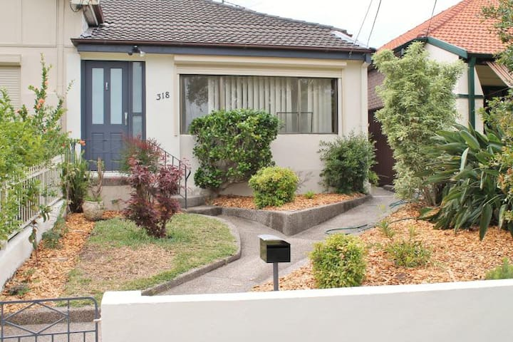 3 Beds + Office Home in the Heart of Kingsford - Kingsford