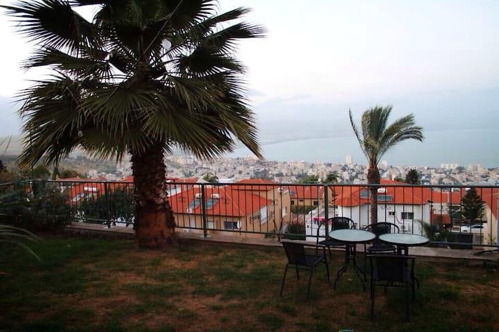 Apartment with amazing view &Garden - Tiberias - Departamento