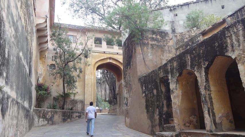 Experience Heritage Fort on Samode Hilltop - Samod - Castillo