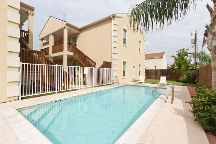 Escape#5 1st Floor, Sleeps 9, Close to Beach, Pool - South Padre Island - Appartement